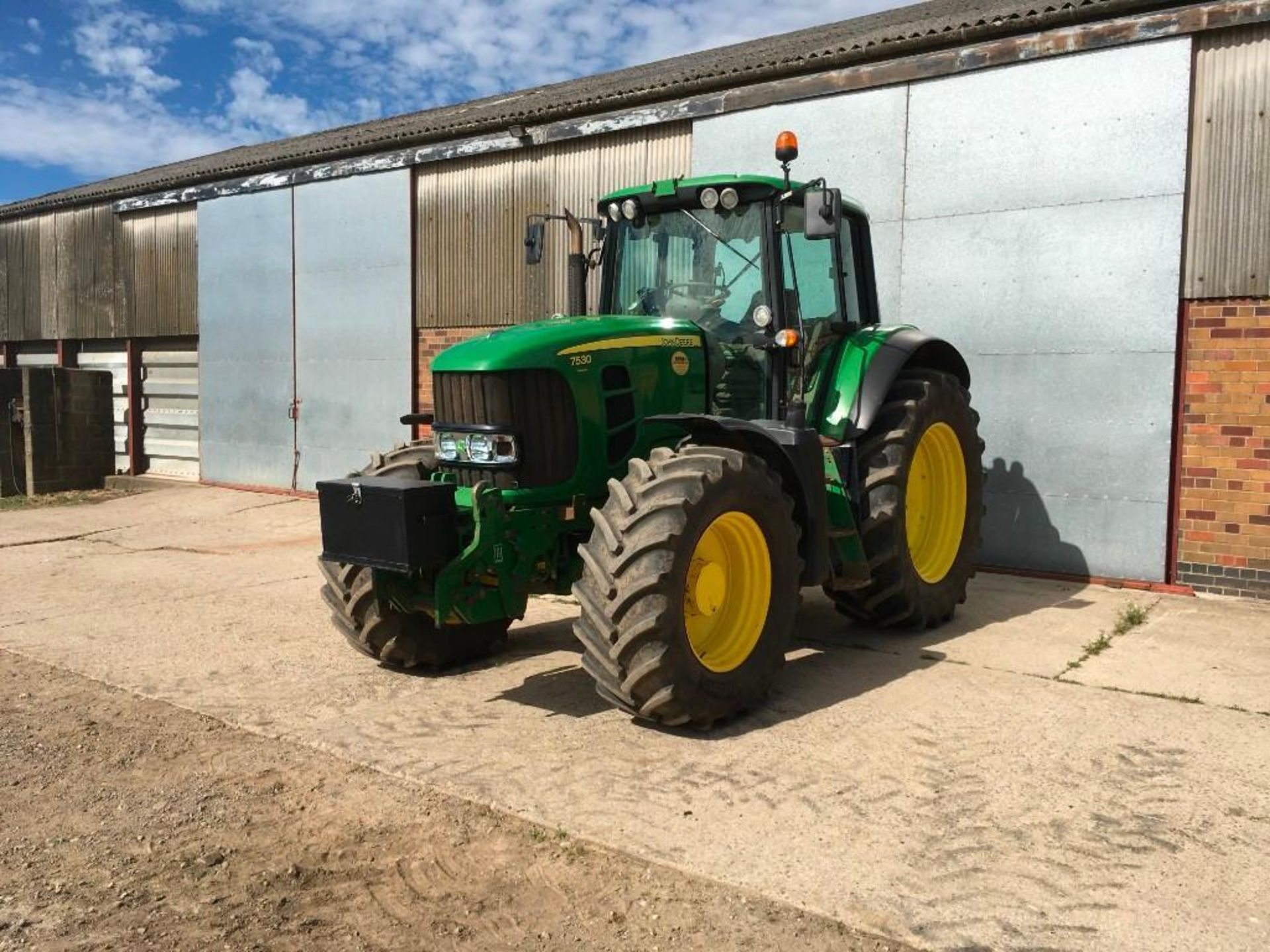 2008 John Deere 7530 tractor with auto quad gear box, 4 spool valves, pick up hitch, air seat, front - Image 2 of 14
