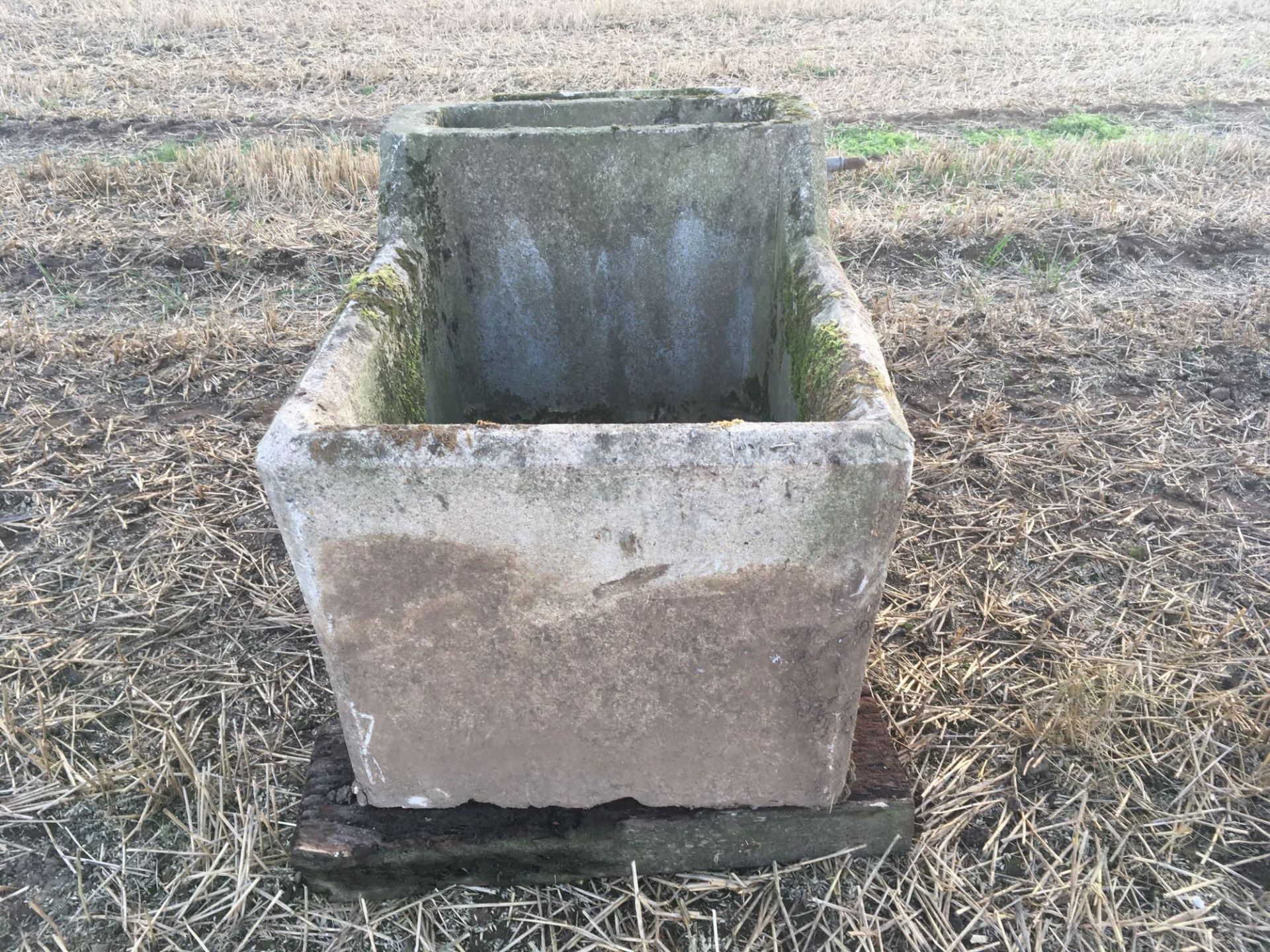 Concrete water trough - Image 2 of 2
