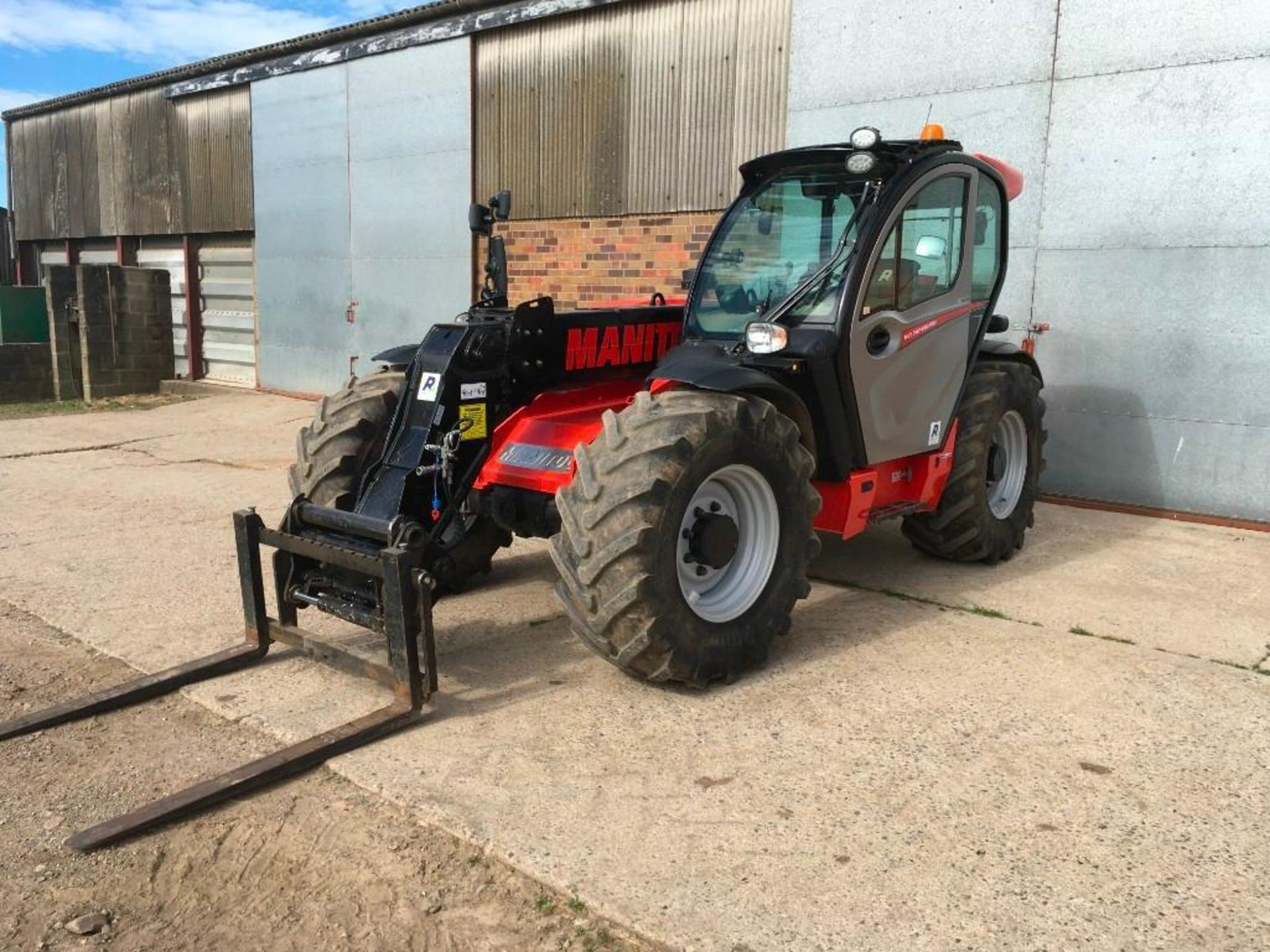 2017 Manitou MLT 737-130 PS+ Elite telehandler with rear pick up hitch, power shift, air seat, elect - Image 9 of 22