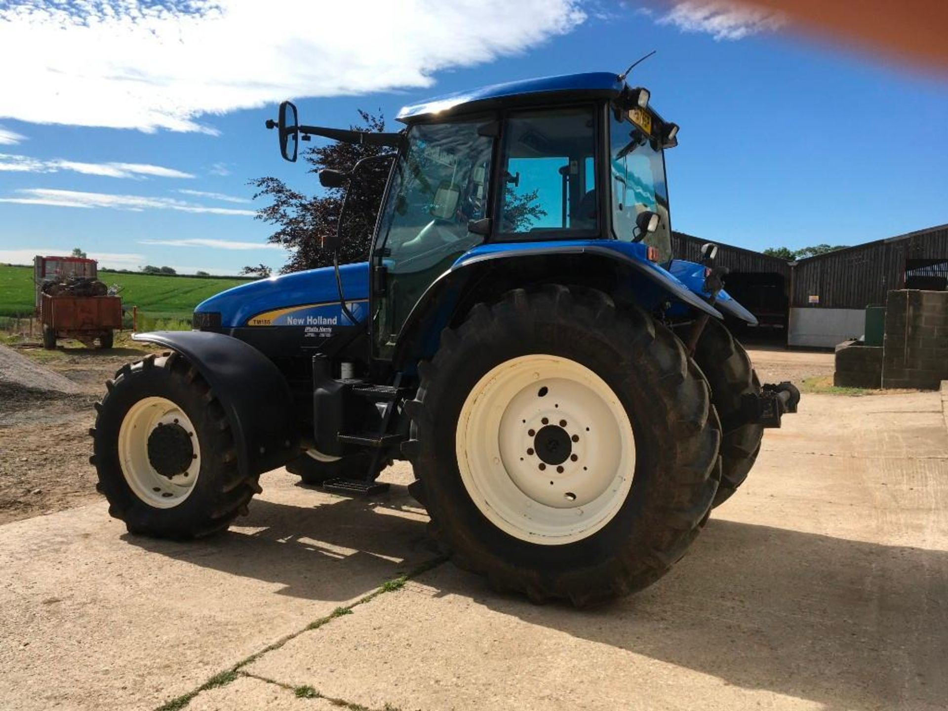 2007 New Holland TM155 tractor with range command gear box, 4 spool valves, push out pick up hitch, - Image 7 of 12