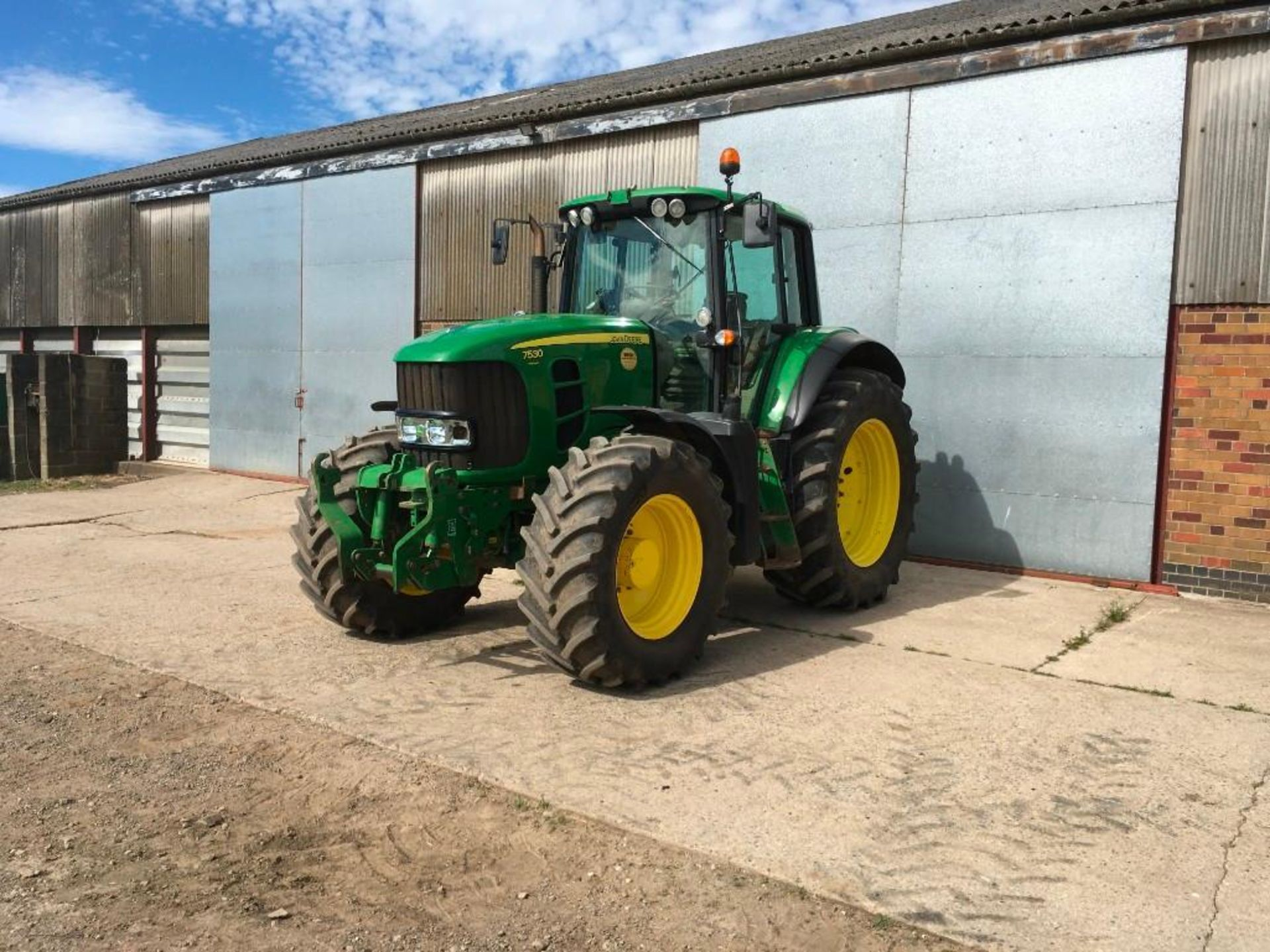 2008 John Deere 7530 tractor with auto quad gear box, 4 spool valves, pick up hitch, air seat, front - Image 5 of 14