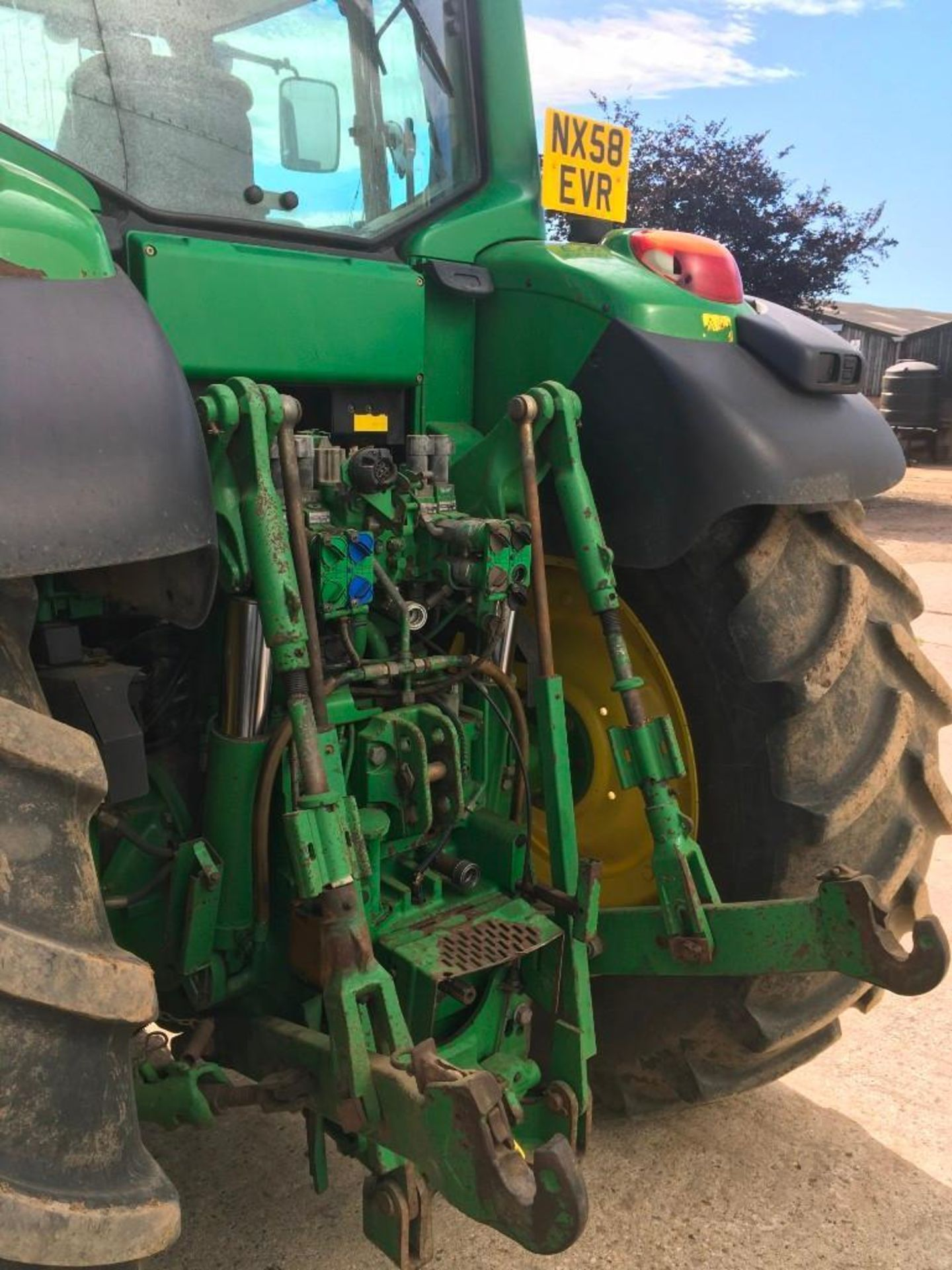 2008 John Deere 7530 tractor with auto quad gear box, 4 spool valves, pick up hitch, air seat, front - Image 9 of 14