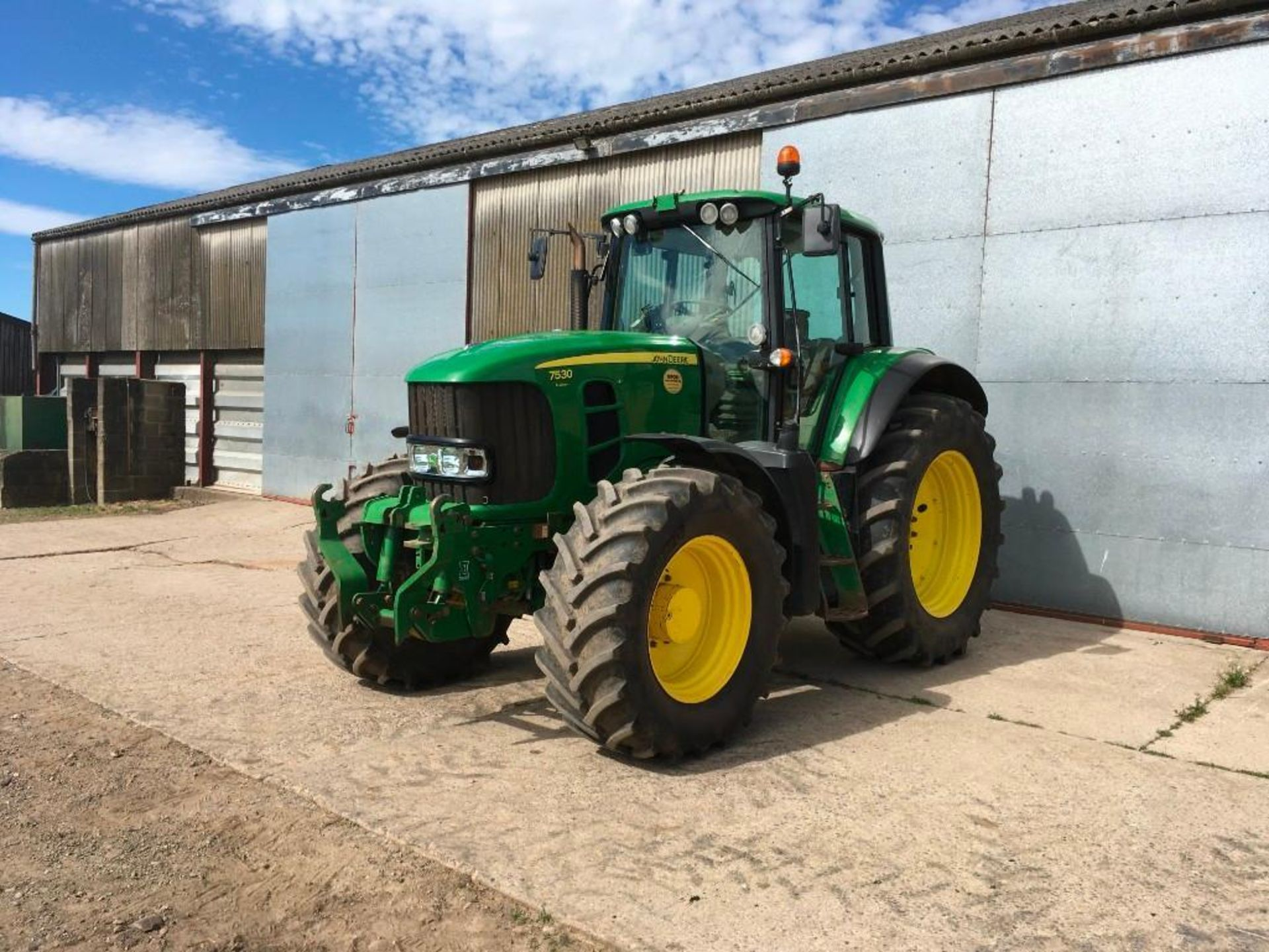 2008 John Deere 7530 tractor with auto quad gear box, 4 spool valves, pick up hitch, air seat, front - Image 3 of 14