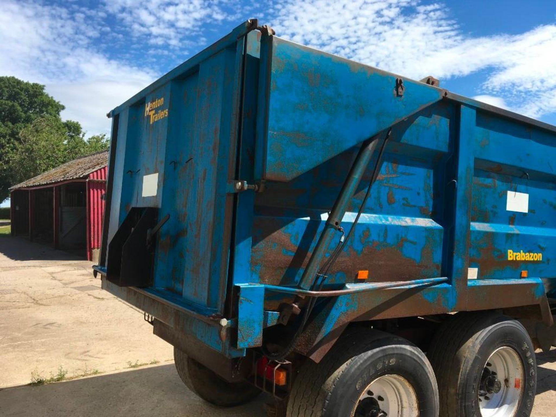 AA Henton & Son 12t twin axle trailer, hydraulic rear door, manual grain chute, sprung draw bar on 3 - Image 6 of 10