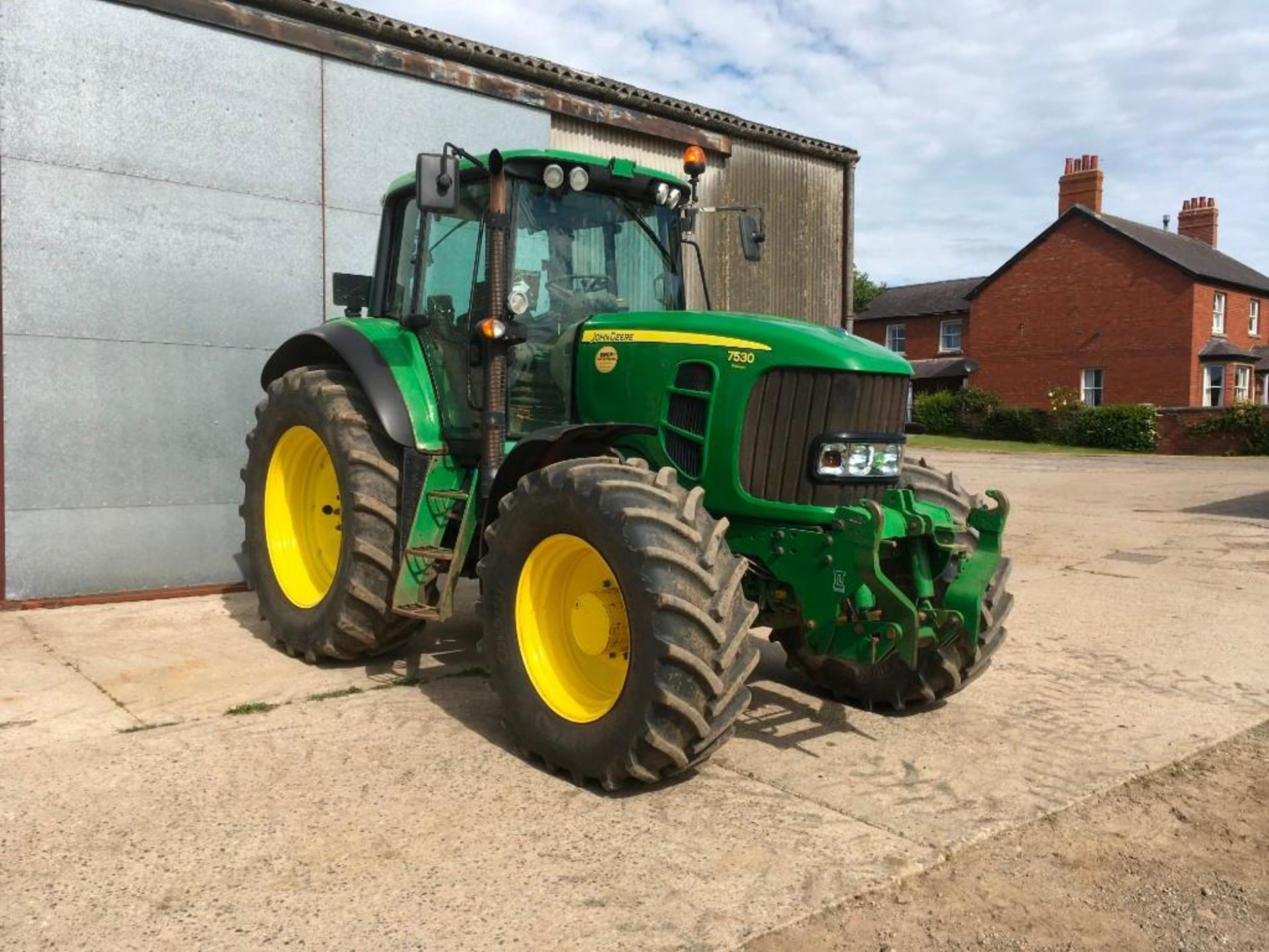 2008 John Deere 7530 tractor with auto quad gear box, 4 spool valves, pick up hitch, air seat, front - Image 6 of 14