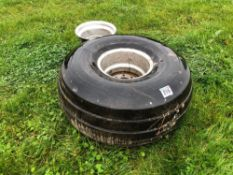 Single Goodyear 21.5L-16.1 tyre with 2 rims