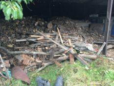 Quantity of firewood / logs, located in the yard