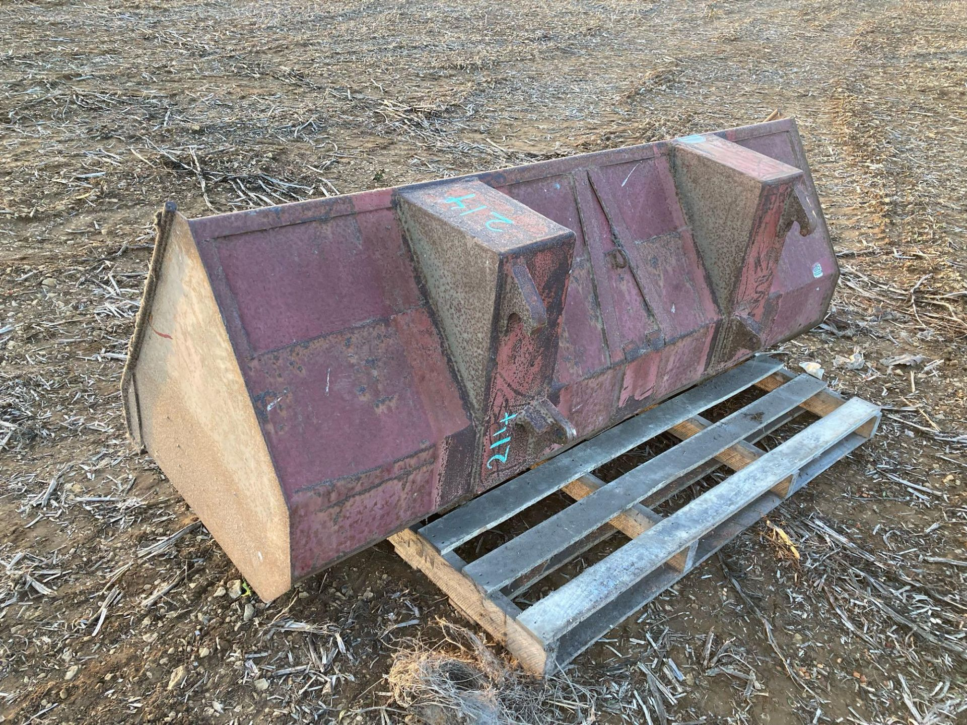 Bucket for front end loader with Euro brackets - Image 2 of 2