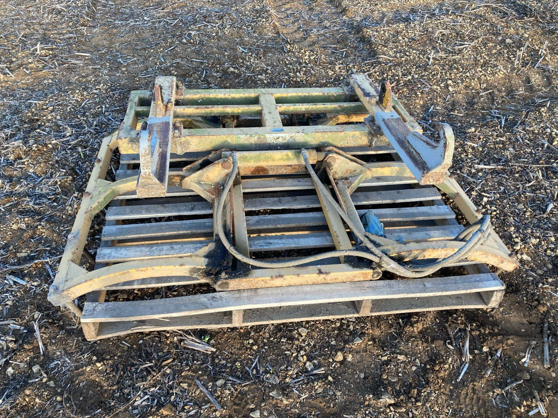 Grays round bale grab with JCB brackets - Image 2 of 5