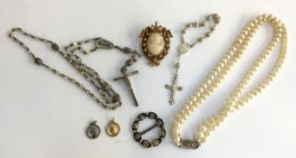 A small lot of jewellery, to include several crucifixes, a set of Rosito pearls, a Florenza cameo