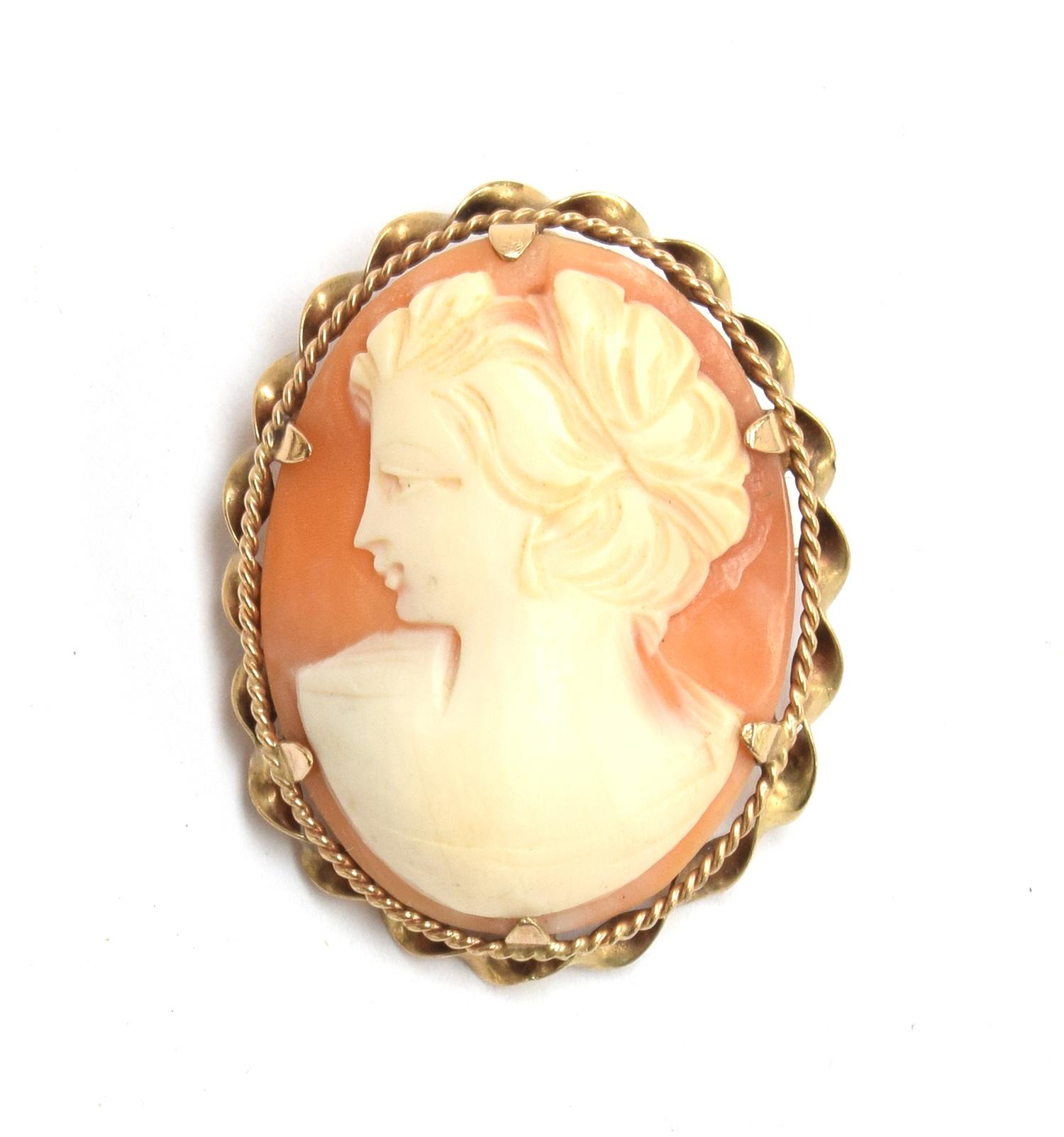 A 9ct gold cameo brooch, gross weight 8.7g
