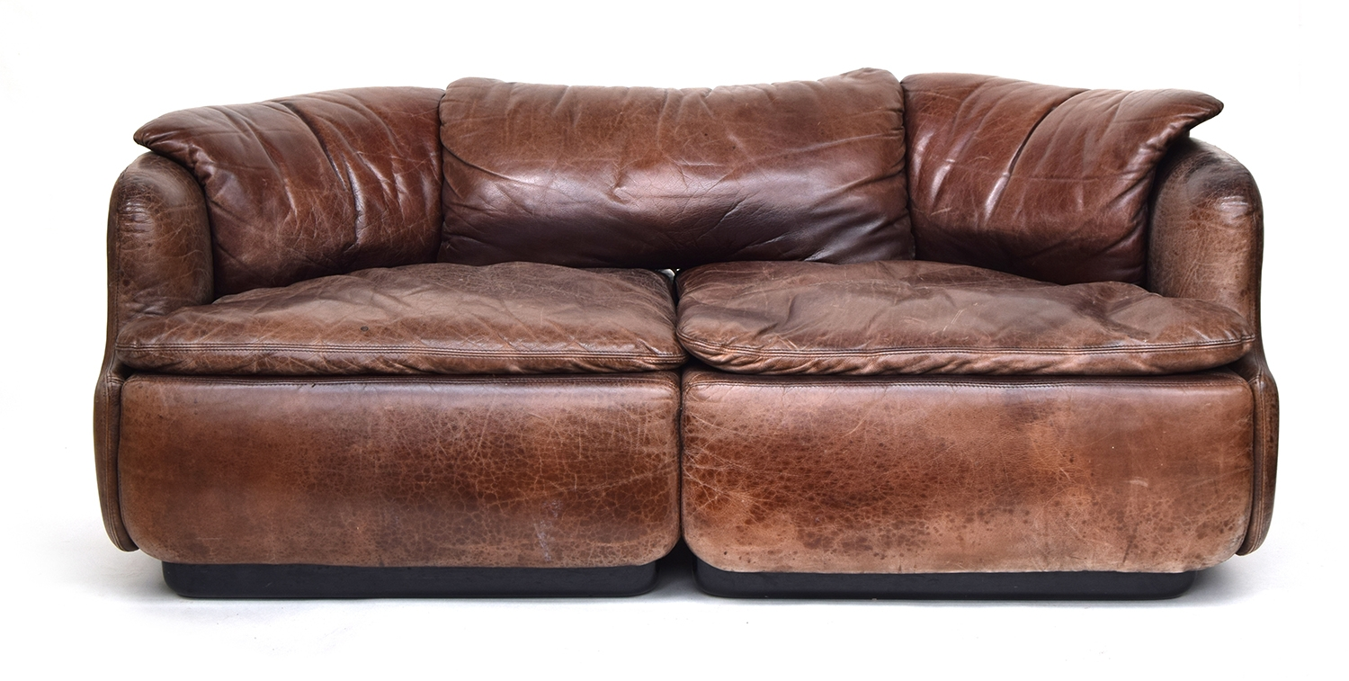 A contemporary Italian brown leather sofa by Saporiti, approximately 162cm wide
