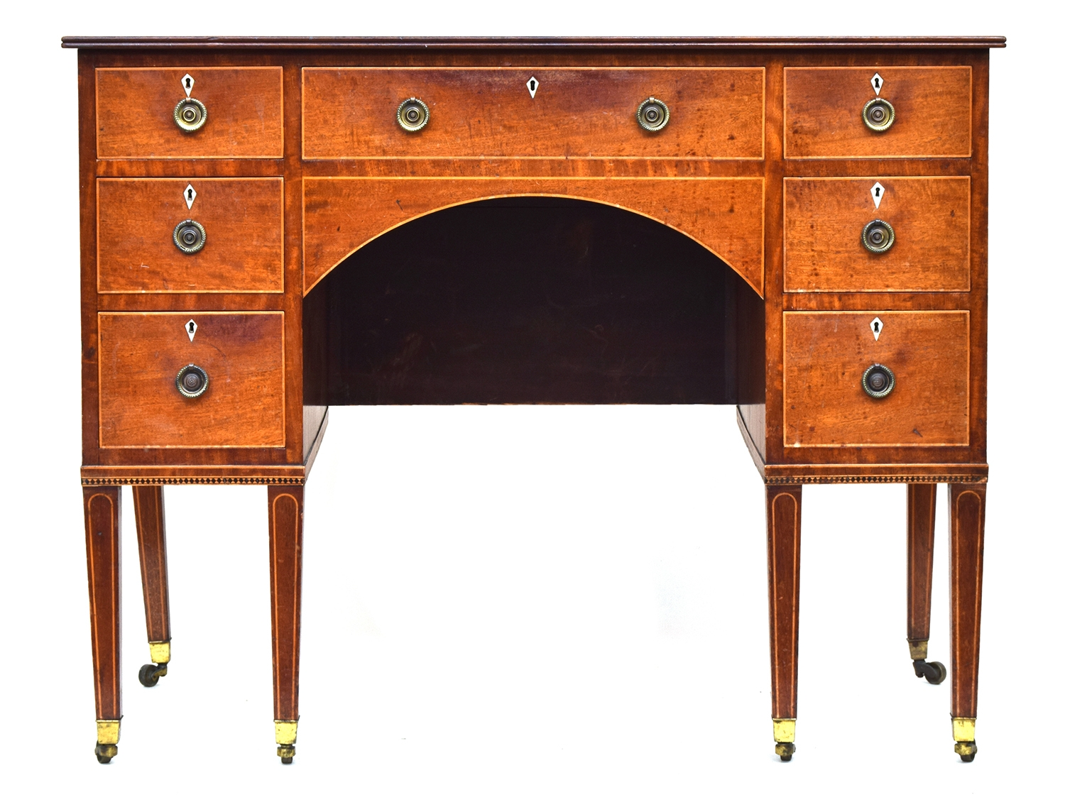 A Regency mahogany kneehole dressing table, with an arrangement of seven drawers, with light wood