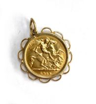A 1914 half sovereign, in 9ct gold mount, 5.3g