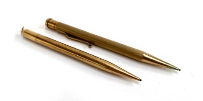 A 9ct gold propelling pencil with twist action mechanism, by S J Rose & Son, London 1956; together