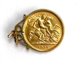 A 1914 gold sovereign, in plain 9ct gold mount, 5.2g