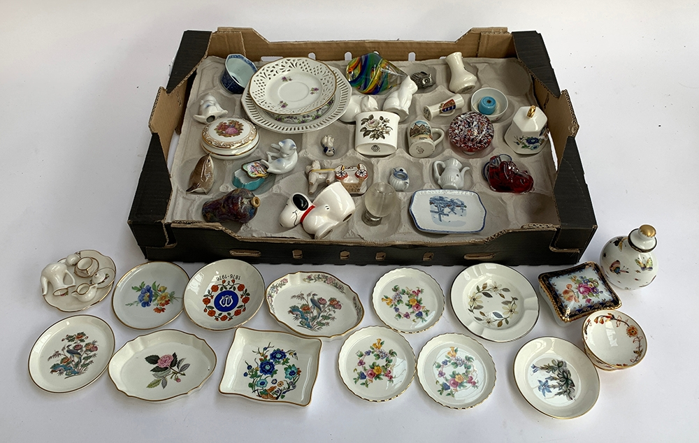 A mixed lot of ceramics to include a quantity of Wedgwood and Royal Worcester pin dishes, Minton,