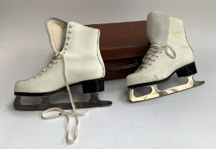 A pair of white leather ice skating boots, size 39, made by Dagmar by Sico, with Sabina 250mm