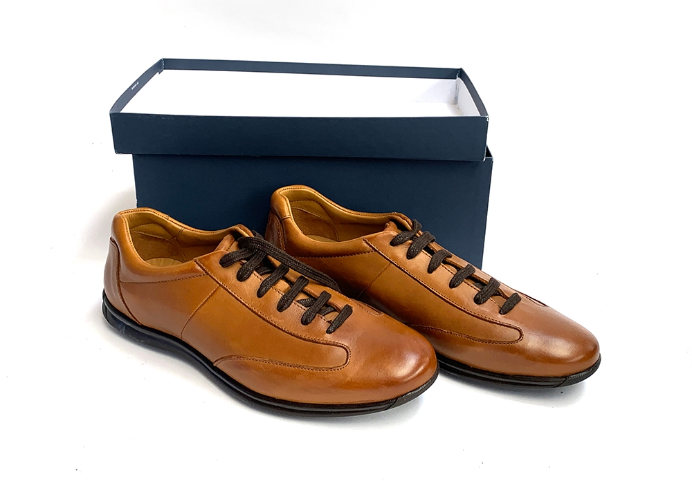 A pair of Charles Tyrwhitt tan leather lace up shoes in box, size 9, unused