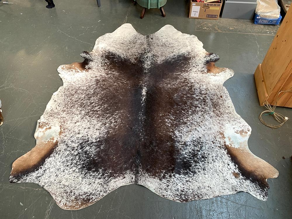 A cow hide rug, 235x200cm