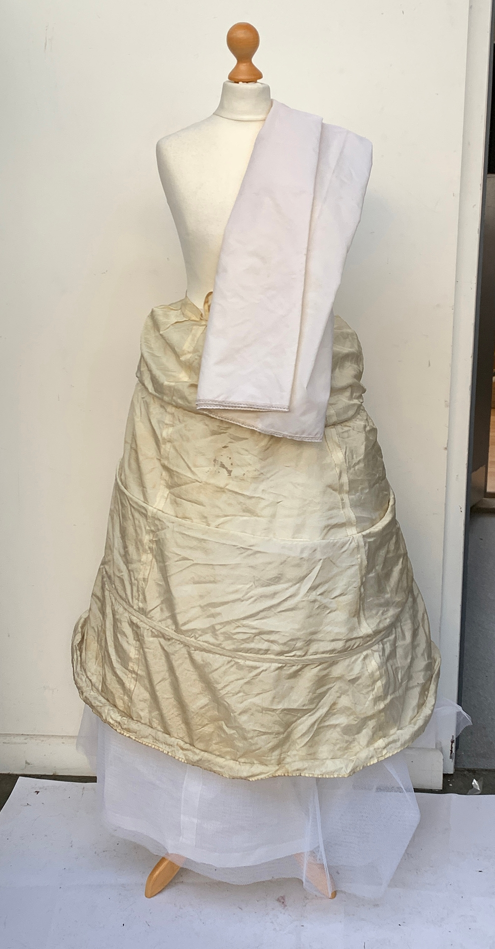 A vintage Lilywhites tennis skirt, together with an underskirt, hooped skirt, etc, in a large - Image 4 of 5