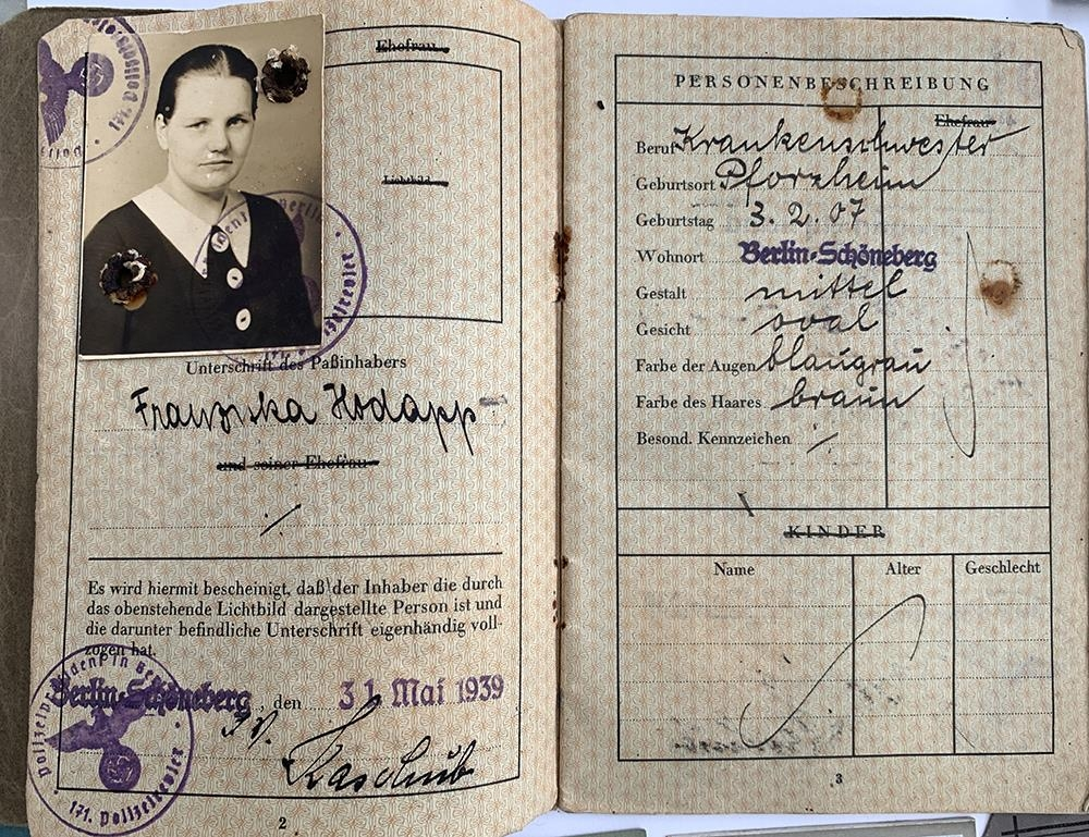 A quantity of German Third Reich and WWII related literature to include a 1939 Deutsches Reich - Image 2 of 10