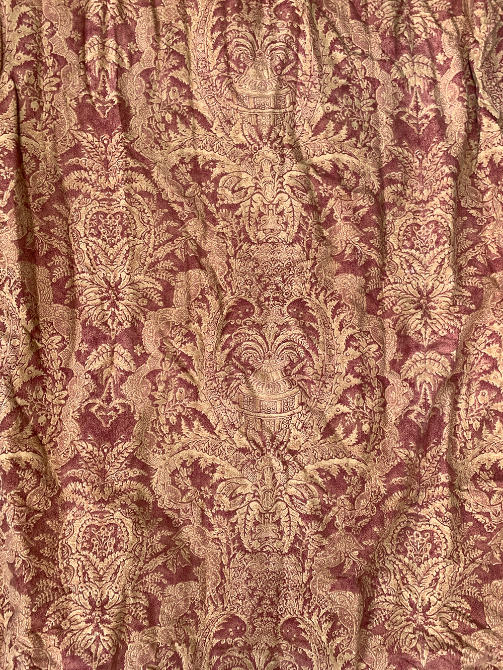 A pair of lined and interlined curtains, 290cm drop, approx. 280cm wide ungathered