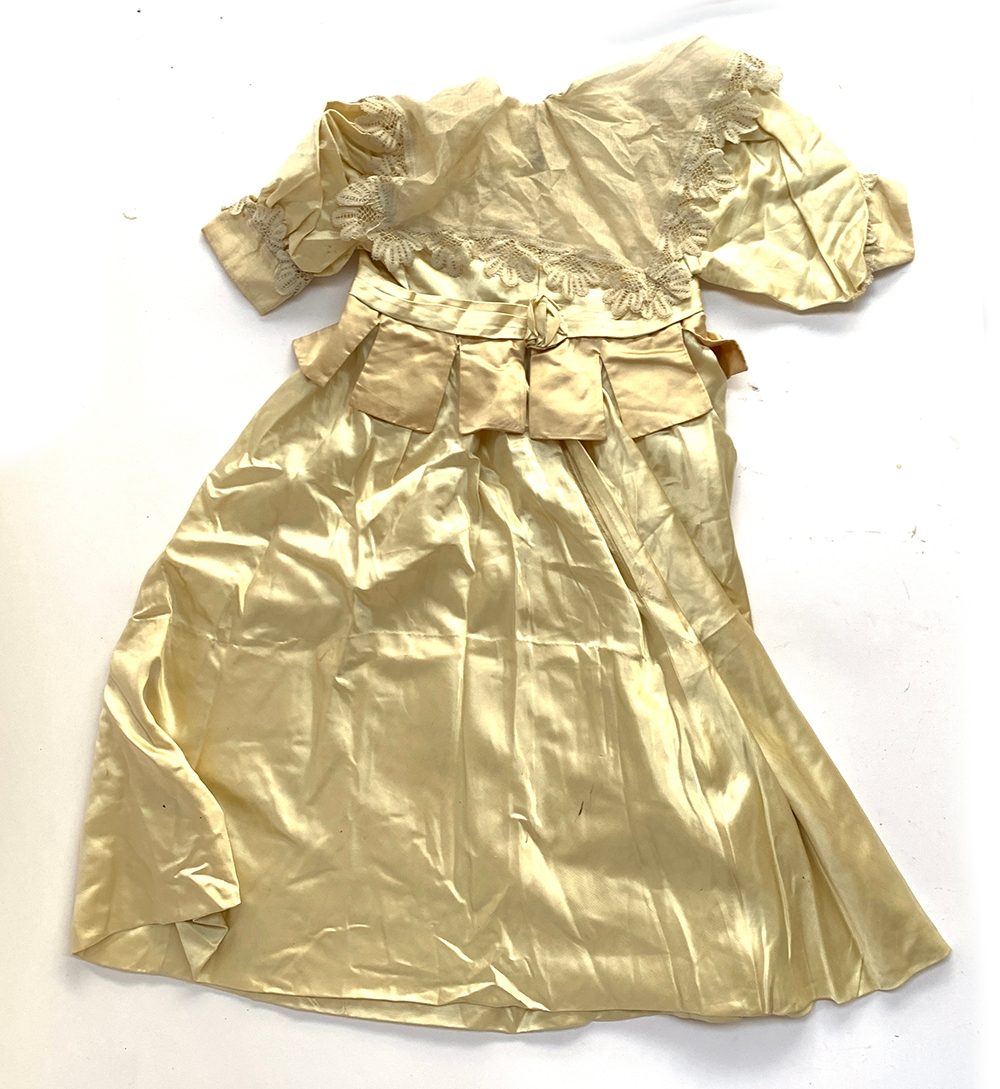 A satin child's dress, early Victorian, with lace collar - Image 2 of 2