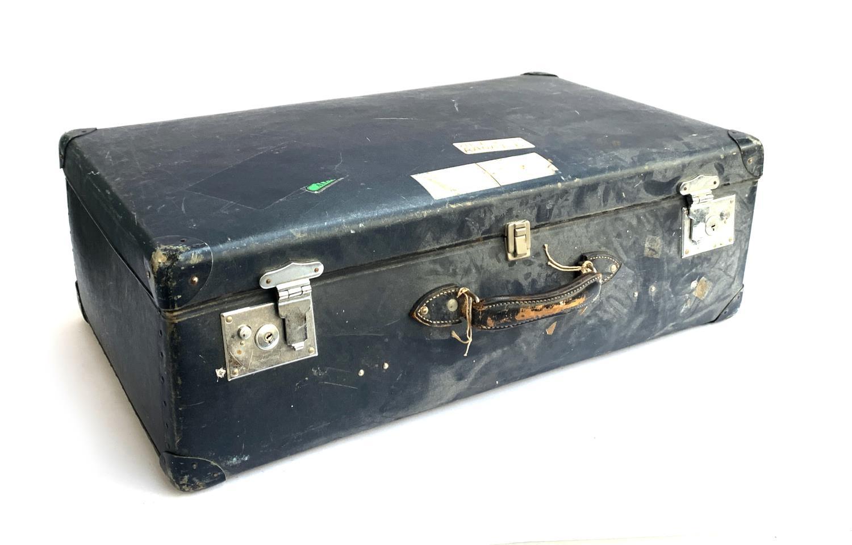 A vintage blue Globe Trotters suitcase, 75x43x25cm