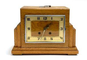 An Art Deco oak mantel clock, with key, 22cmH