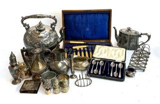 A mixed lot of silver plated items to include a Mappin & Webb cased set of fish knives and forks,
