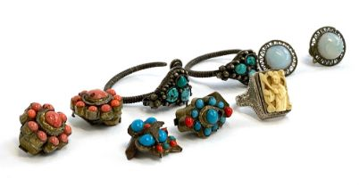 A quantity of Eastern jewellery, to include white metal ring with carved bone inlay, turquoise and