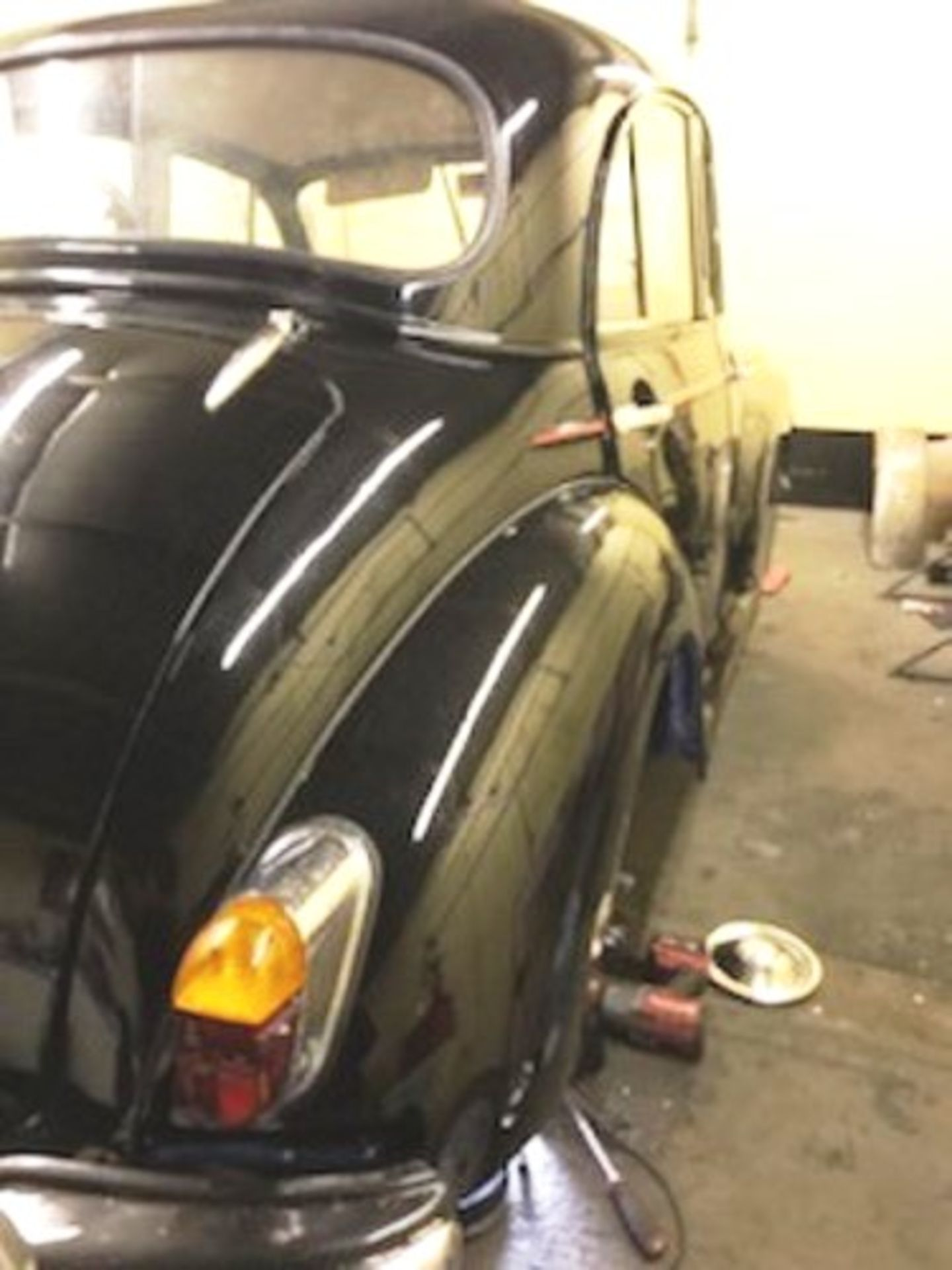 1964 Morris Minor 1000 in original black. The car has been restored with new flooring and vinyl - Image 4 of 16
