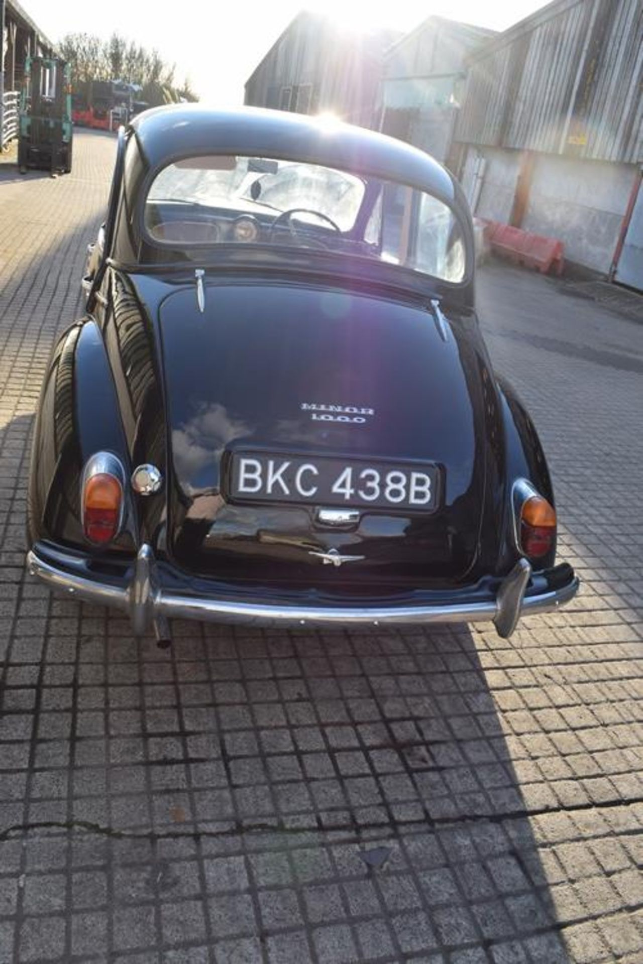 1964 Morris Minor 1000 in original black. The car has been restored with new flooring and vinyl - Image 16 of 16