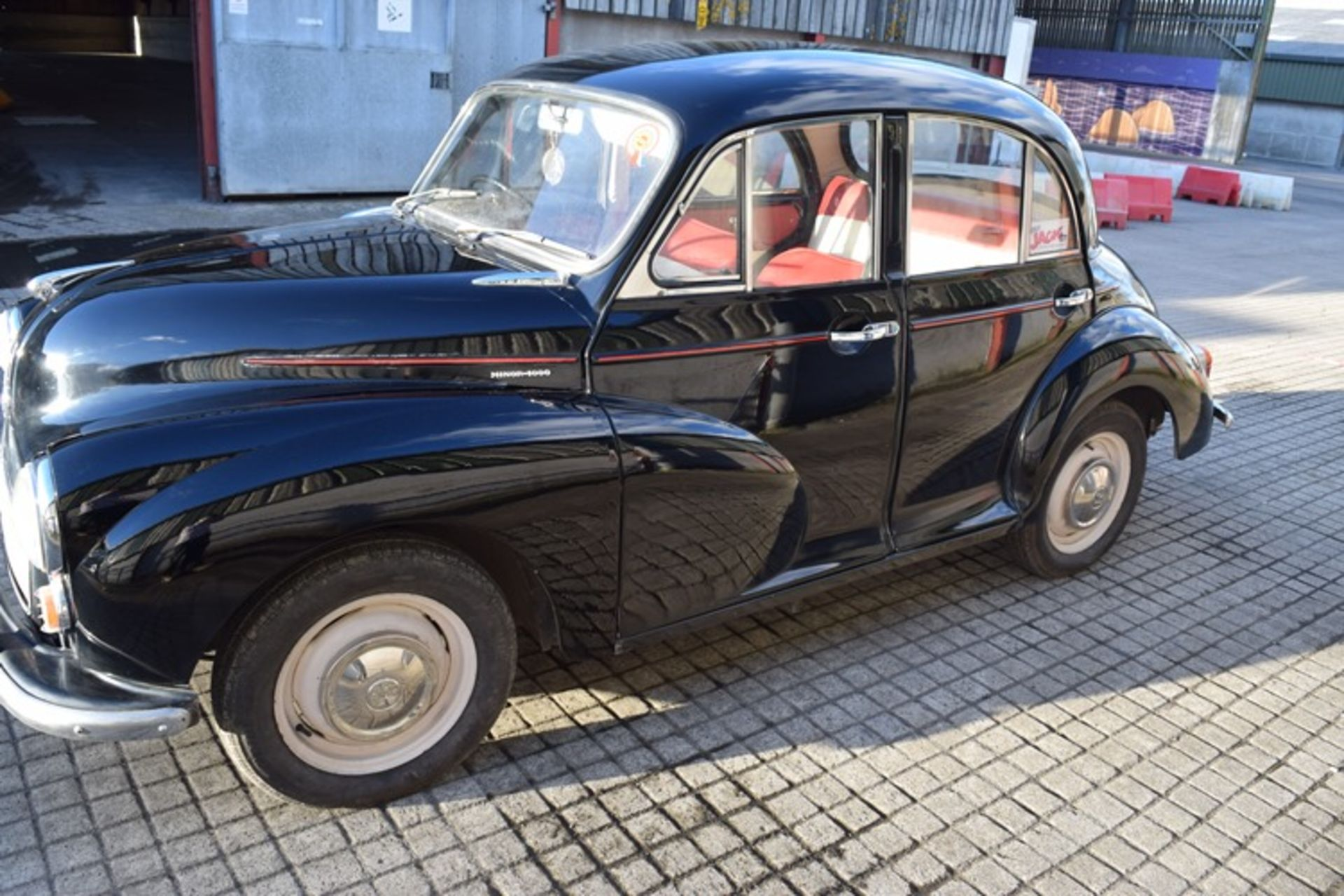 1964 Morris Minor 1000 in original black. The car has been restored with new flooring and vinyl - Image 15 of 16
