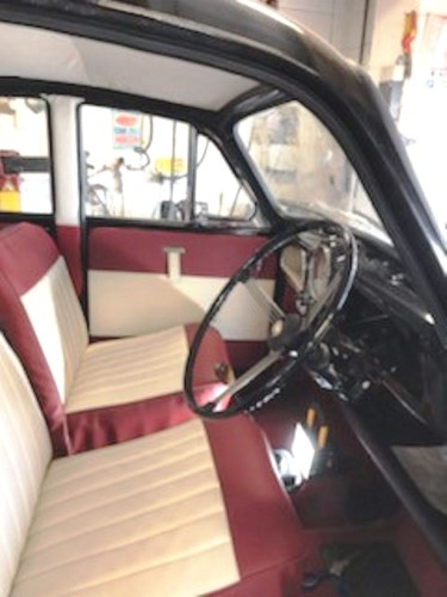 1964 Morris Minor 1000 in original black. The car has been restored with new flooring and vinyl - Image 6 of 16