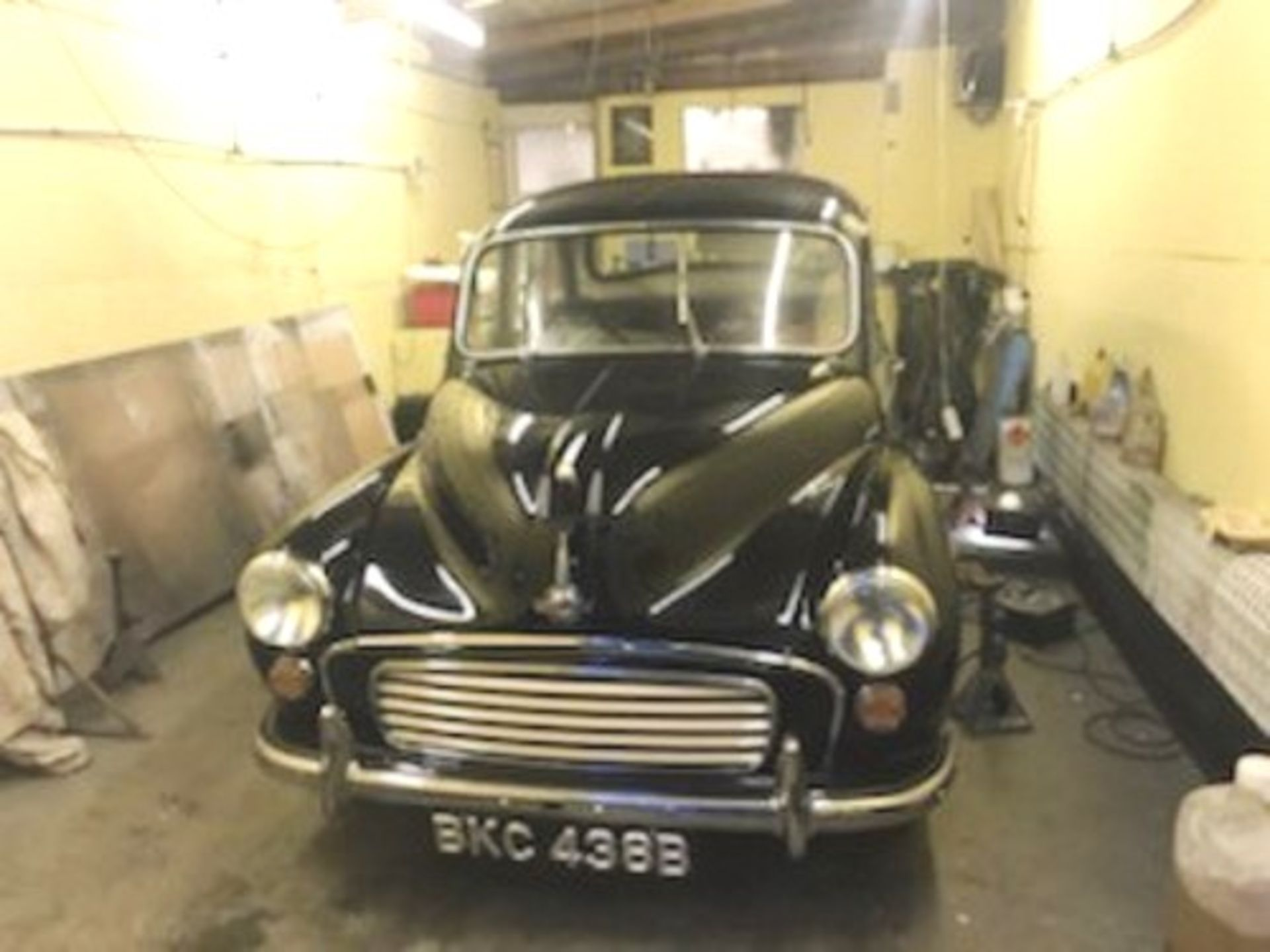 1964 Morris Minor 1000 in original black. The car has been restored with new flooring and vinyl - Image 2 of 16