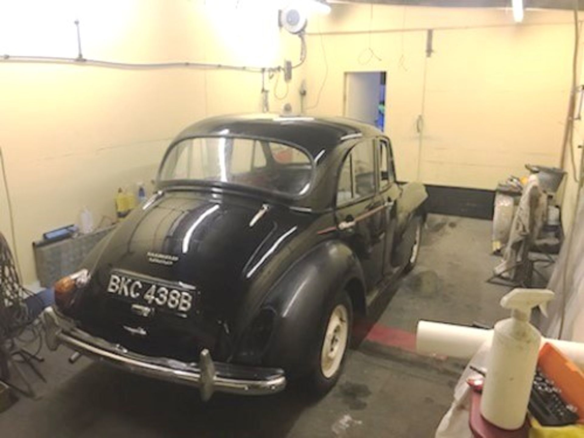 1964 Morris Minor 1000 in original black. The car has been restored with new flooring and vinyl - Image 5 of 16