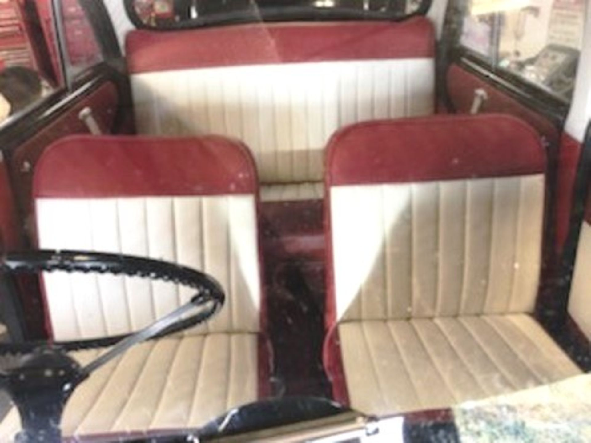 1964 Morris Minor 1000 in original black. The car has been restored with new flooring and vinyl - Image 12 of 16