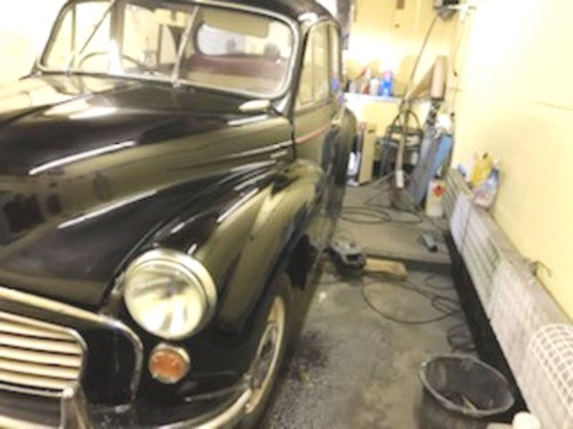 1964 Morris Minor 1000 in original black. The car has been restored with new flooring and vinyl - Image 3 of 16