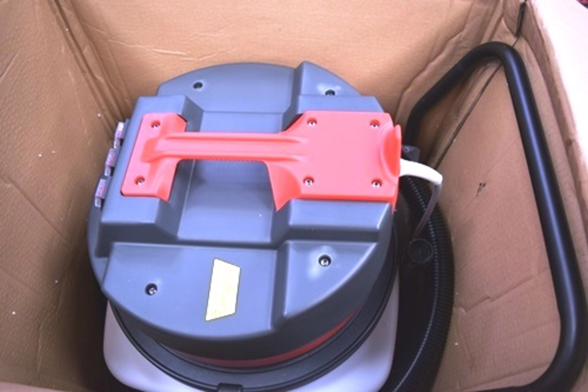 1 x Max Blast wet & dry 90ltr industrial vacuum, SKU: 25579 - New in box, box slightly tatty ( - Image 3 of 4