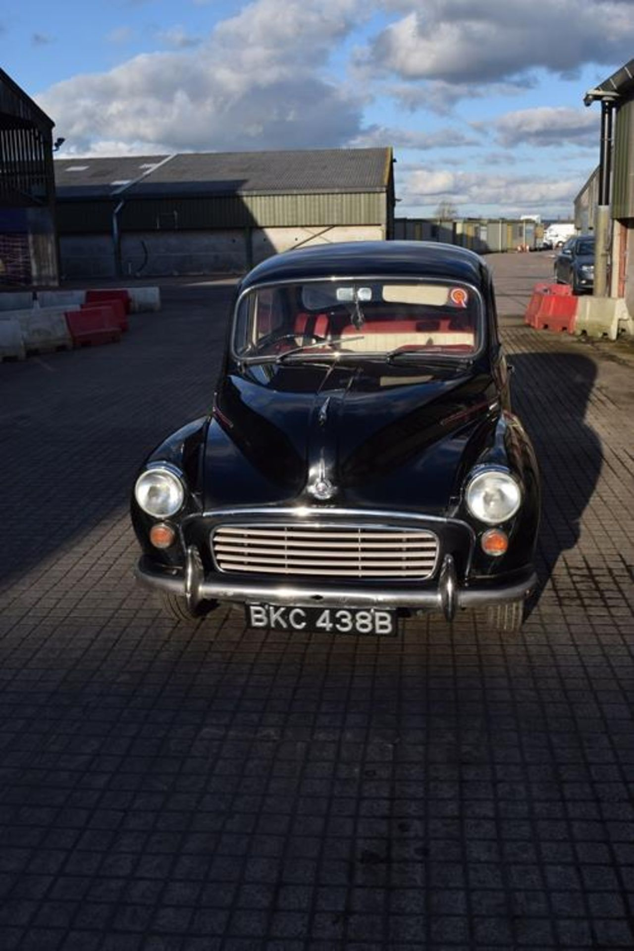 1964 Morris Minor 1000 in original black. The car has been restored with new flooring and vinyl - Image 13 of 16