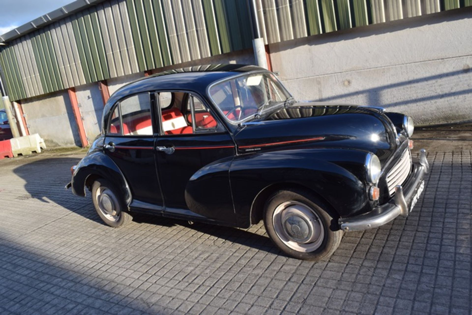 1964 Morris Minor 1000 in original black. The car has been restored with new flooring and vinyl - Image 14 of 16