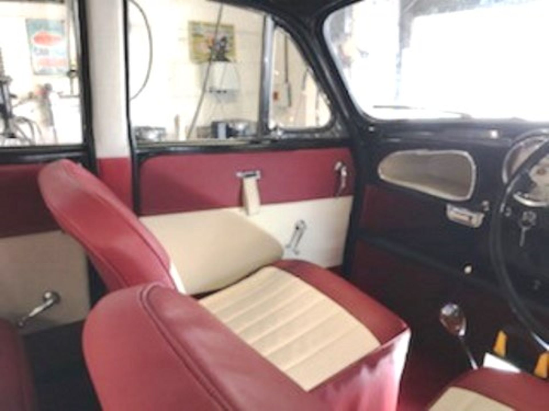 1964 Morris Minor 1000 in original black. The car has been restored with new flooring and vinyl - Image 9 of 16