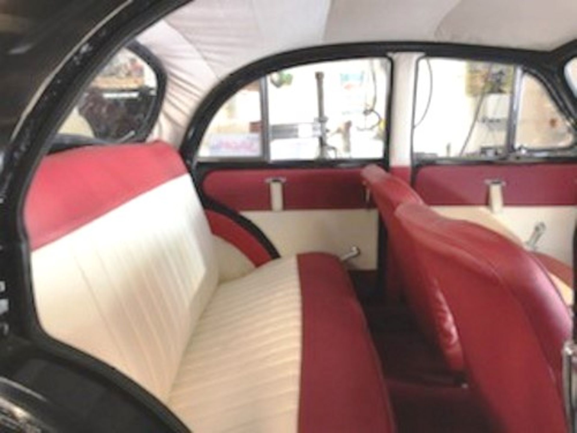 1964 Morris Minor 1000 in original black. The car has been restored with new flooring and vinyl - Image 8 of 16