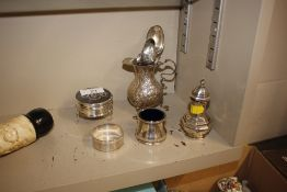 A quantity of mixed silver to include cream jug; pepperette; salt spoon; ring box etc