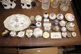 Miscellaneous small porcelain items to include var