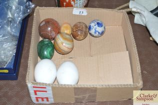 A quantity of various hardstone eggs