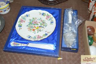 A boxed Aynsley cake plate and knife together with