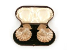 A pair of Edwardian cased silver shell shaped butter dishes,by Elkington & Co.,Birmingham1908